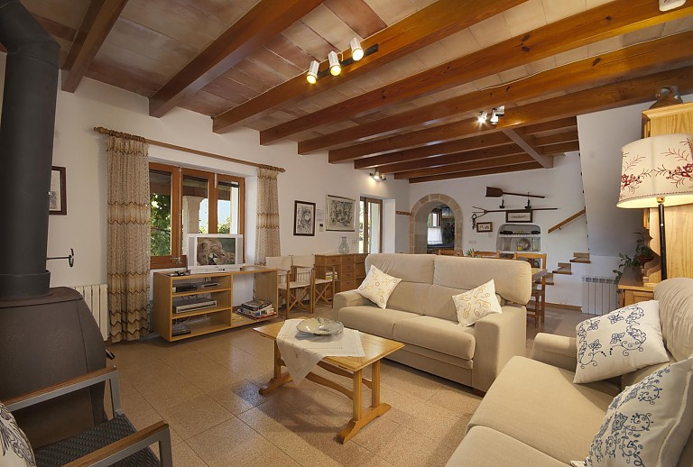 tolle finca auf mallorca bei pollenca f r 11 g ste mit pool. Black Bedroom Furniture Sets. Home Design Ideas