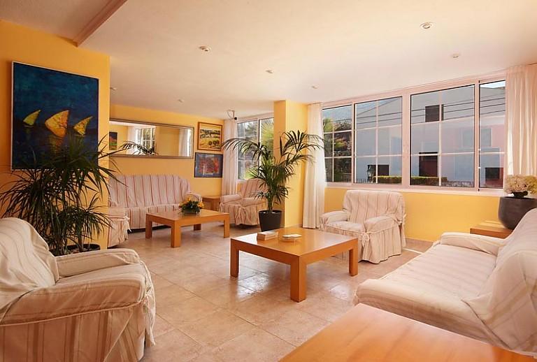 strandnahes apartment in cala san vicente im norden mallorcas. Black Bedroom Furniture Sets. Home Design Ideas