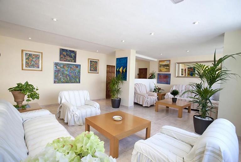 strandnahes apartment in cala san vicente auf mallorca. Black Bedroom Furniture Sets. Home Design Ideas