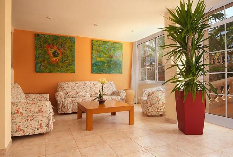 ferienwohnung am strand von cala san vicente f r 4 g ste. Black Bedroom Furniture Sets. Home Design Ideas
