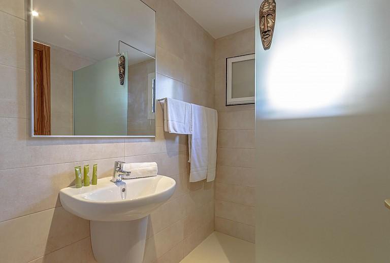 ferienwohnung mit pool in cala san vicente f r 6 personen. Black Bedroom Furniture Sets. Home Design Ideas