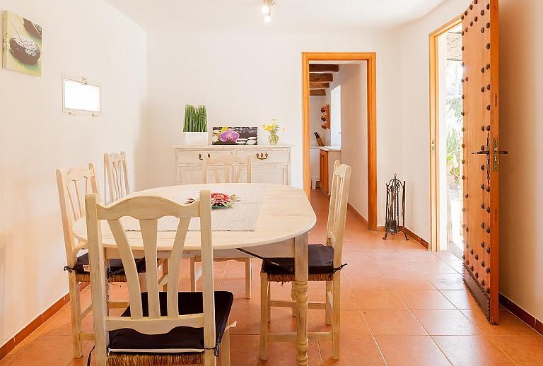 g nstige finca mallorca bei pollenca f r 5 g ste mit pool. Black Bedroom Furniture Sets. Home Design Ideas