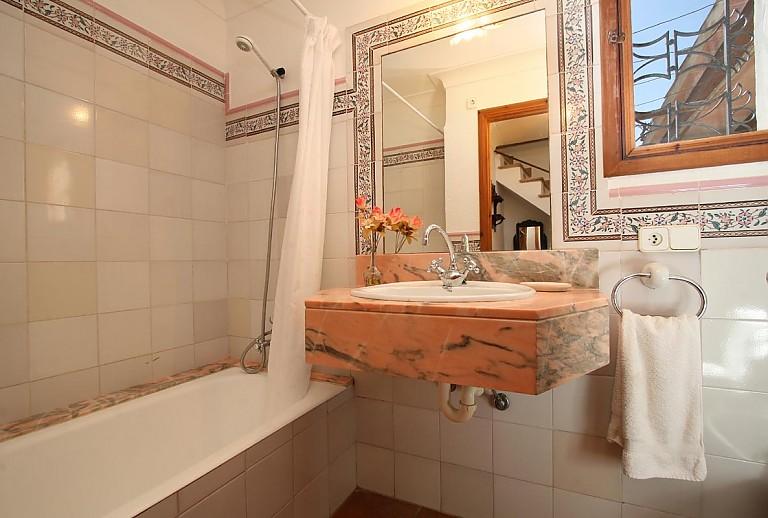 Sommerküche Waschbecken : Mallorca finca bei pollenca für 4 personen mit internet klimaanlage