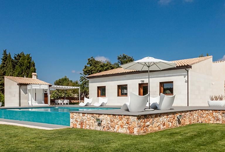 Moderne Finca im Norden Mallorcas bei Muro für 7 Gäste