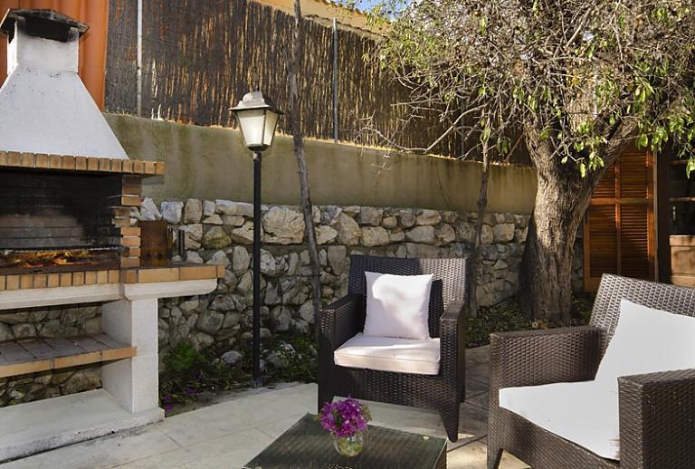 tisch aus baum jaheertoy neue spielzeug fr kinder. Black Bedroom Furniture Sets. Home Design Ideas
