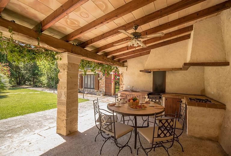 Sommerküche Für Gäste : Finca mallorca bei buger für gäste mit sommerküche